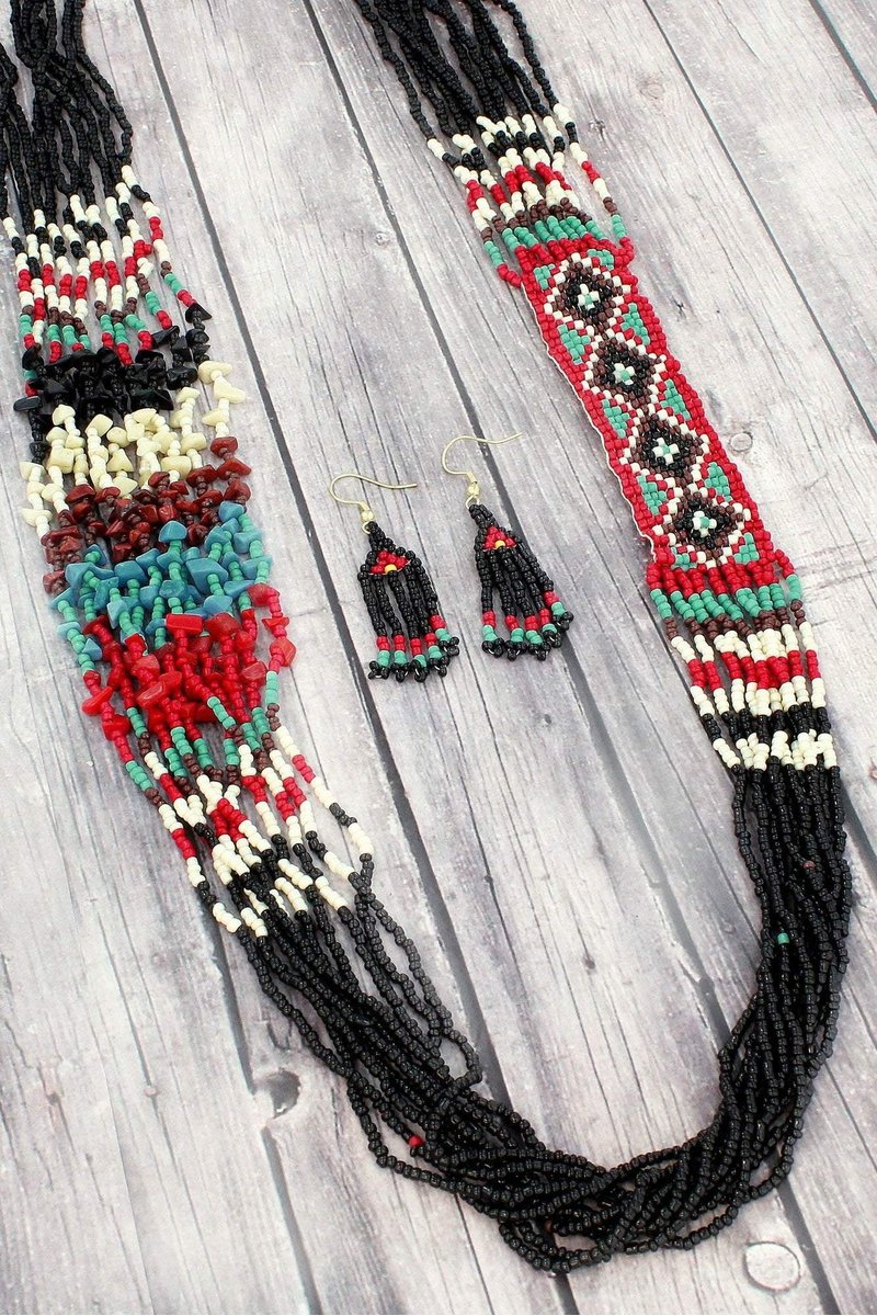 SANTA FE BLACK AND RED BEADED NECKLACE AND EARRING SET